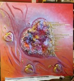 Quadro materico in acrilico - 100x100 cm con inserto di un cuore in paglia e tre cuori in legno. Uso di colori opachi, metallizzati e malate varie